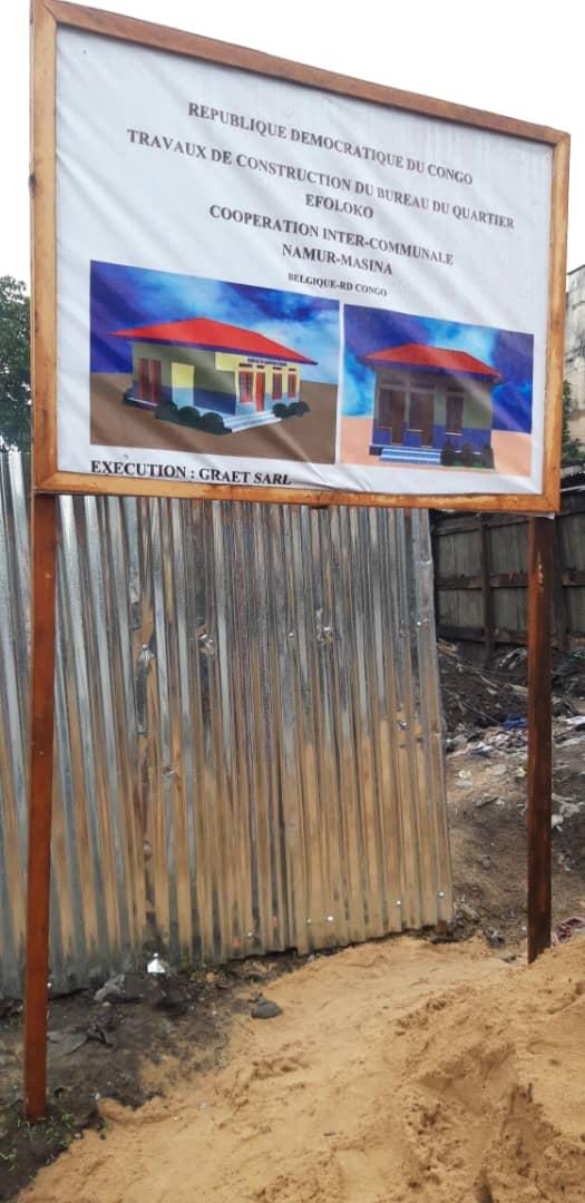 Affichage public pour le lancement des travaux de construction d'un Bureau de quartier à Efoloko